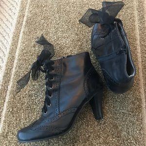 Shoes - Hush puppies leather black booties